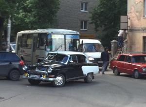 В центре Воронежа сфотографировали уникальную «Волгу»
