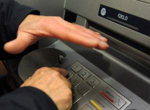 В Воронеже задержали мужчину, который снимал деньги с банковских карт доверчивых людей