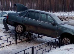 В Воронеже праздничный взлет иномарок закончился нелепым ДТП