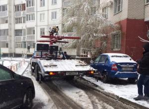 Эвакуаторы, работающие во дворах многоэтажек, возмутили жителей Воронежа