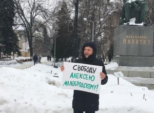 Худрук Воронежского камерного театра поддержал арестанта в их общий день рождения