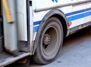 В Воронеже женщина упала под маршрутный автобус