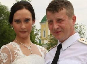 Беременная жена разбившегося в Сирии штурмана прилетела на похороны в Воронеж