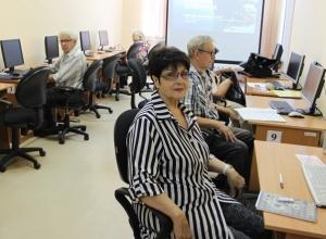 Воронежские пенсионеры осваивают «Азбуку Интернета» с «Ростелекомом»