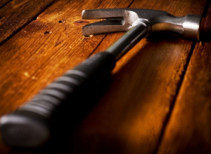 Под Воронежем хозяин дома забил гостя до смерти молотком и ножом