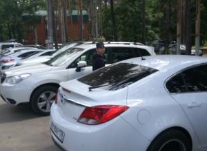 Водителей предупредили о парковке в Воронеже, где вскрывают машины