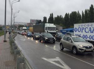 Реконструкция развязки на улице 9 Января парализовала движение в Воронеже