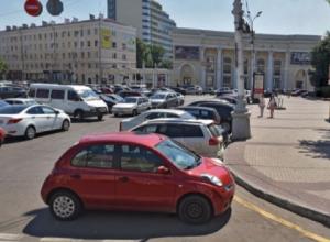 Власти Воронежа на 2 дня запретили парковаться у Кольцовского сквера