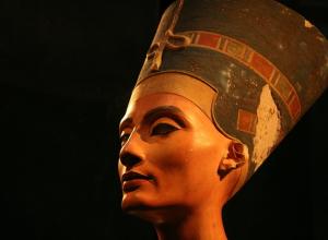 Удивительную скульптуру египетской царицы Нефертити привезут в Воронеж