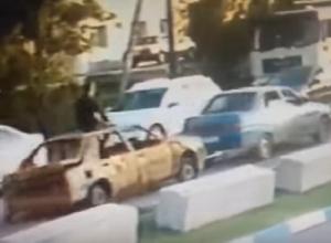Безумная поездка воронежца на крыше разбитого автомобиля попала на видео