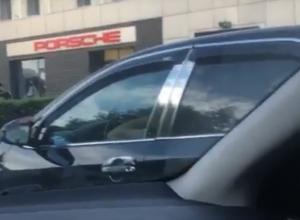Воронежец унизил водителя Toyota Camry и назвал его машину «диким колхозом»
