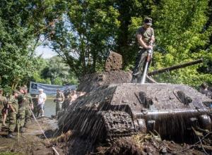 «Блокнот Воронеж» представляет видеосюжет спецоперации по подъему из Дона уникального танка Т-34-76