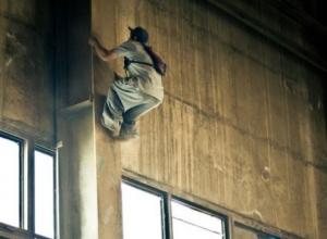 Человека-паука сфотографировали на заводе в Воронеже