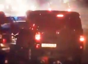 Момент столкновения УАЗа с полицейскими машинами под Воронежем попал на видео