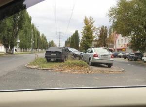 Из-за хамской парковки на газоне воронежцы устроили жаркий спор