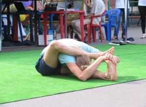 На бесплатных мастер-классах по йоге воронежцы узнали множество практик