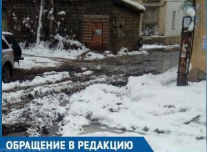 Воронежцы возмущены состоянием двора, в который можно заехать только на БТР