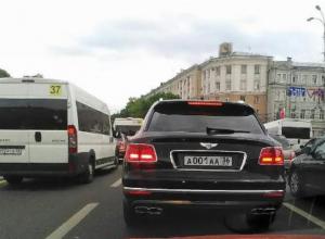 Bentley первого чиновника за 20 млн сфотографировали в Воронеже