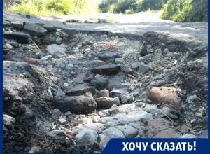 На нашей дороге автомобилистов спасает лишь большой клиренс, - житель Воронежа