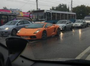 В пробке в Воронеже сфотографировали спорткар Lamborghini Gallardo