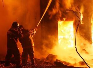 В центре Воронежа 25 человек почти час тушили пожар в староновогоднюю ночь