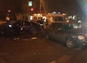 В страшной ночной аварии с такси и иномаркой в Воронеже пострадали четверо