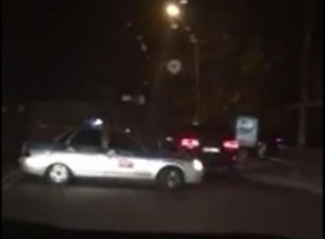 Мгновенную карму, настигшую невнимательного нарушителя, сняли в центре Воронежа