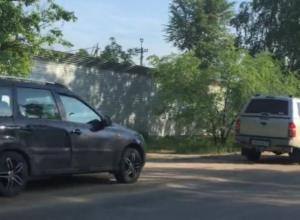 Кавалькада спешащих автомобилистов попала на видео в Воронеже