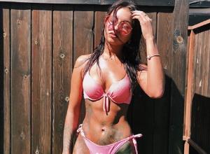 Татуированная няша в бикини показала, как изнывает от жары в Воронеже