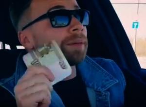 Воронежец на видео выкинул пачку денег на Чернавском мосту