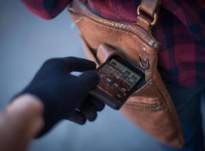 Драка подруг в Воронеже закончилась кражей телефона