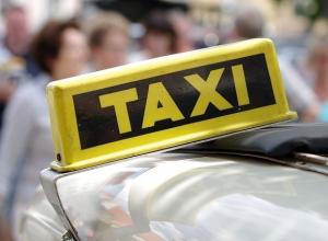 Пассажир с ножом напал на таксиста в Воронеже