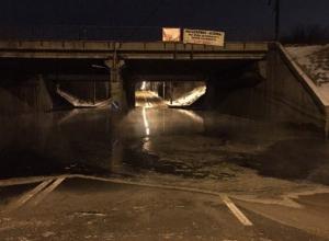 Дорога под мостом в Воронеже превратилась в каток