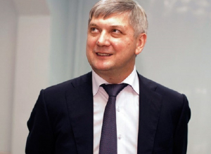 Для сохранения тайны имен «золотых пенсионеров» губернатор Гусев жонглирует законами