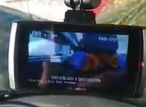 В Воронеже момент страшного ДТП с машиной дорожников сняли на видео