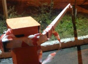 Воронежцы устроили спор из-за сломанного шлагбаума во дворе дома