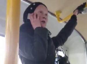Неадекватная пассажирка автобуса назвала Воронеж фашистским городом и попала на видео