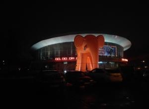 Оранжевого слона у Воронежского цирка предложили сделать рекламой легендарной трэш-ленты