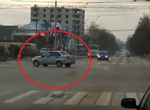 В Воронеже сняли на видео экипаж ДПС, грубо нарушивший ПДД