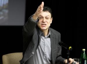 Худрук Платоновского пошел против чиновников, дававших деньги на фестиваль