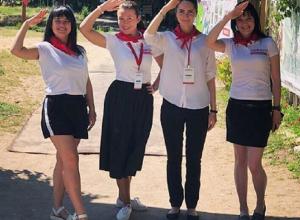 Сотрудницы воронежской организации переоделись в советских пионерок
