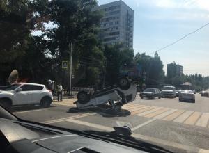 В Сети появились страшные фото аварии, где перевернулась «Нива» в Воронеже