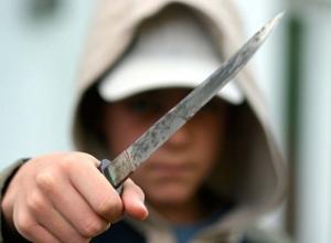 Мужчина исполосовал ножом продавщиц воронежского рынка и скрылся