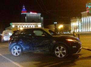Крупная авария с Range Rover на площади Ленина в Воронеже попала на фото