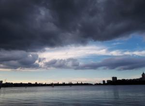 Атмосферный фронт с волнами несет в Воронеж ливни с грозами