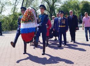Воронежская «Справедливая Россия» возложила цветы к Вечному огню на площади Победы