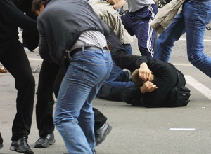 Подростки устроили массовую драку у кафе в центре Воронежа