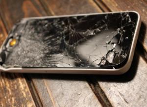 За разбитый телефон подруги воронежца могут посадить на два года