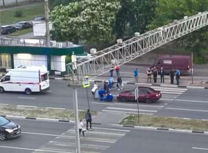 Последствия наезда иномарки на девочку на «зебре» сняли в Воронеже