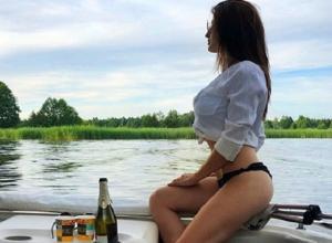 На воронежской реке местные жители заметили полуголую «сочную бомбиту»